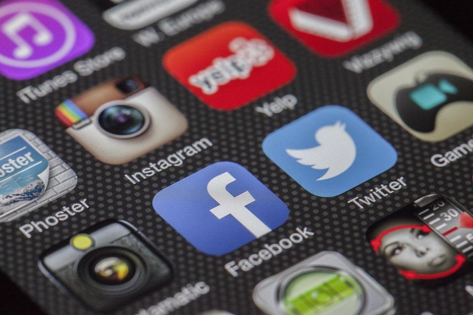 Réseauter et lier le blog à vos pages sur les réseaux sociaux